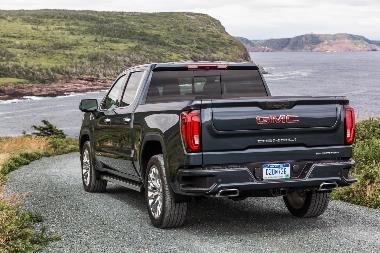 2020-GMC-Sierra-Denali-rear_left